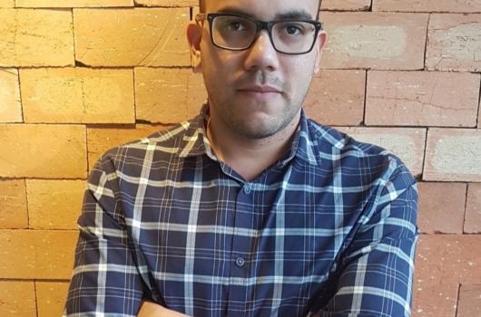 Anderson Queiroz, ex-aluno de Publicidade e Propaganda da FACHA, é premiado no 45° Anuário do Clube de Criação de São Paulo.